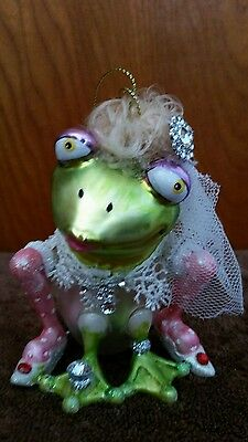 Bride  frog  ornament dressed with veil /crown *