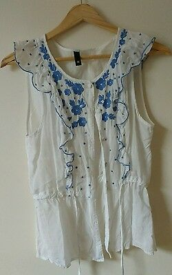 H&M Blouse Top Shirt, Ladies Size 8,White Blue Embroidered Floral, Ruffle