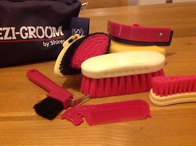 Brand new childs horse grooming kit - 7 pieces