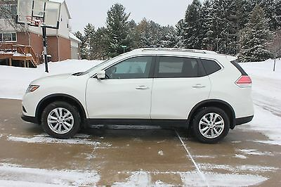 2015 Nissan Rogue SV V with Premium Package***AWD ***Excellent Condition Inside Out***Clean Title***