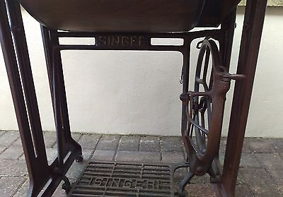Vintage Antique Singer Treadle Sewing Table in perfect condition (Collection)