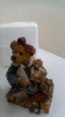 Boyds Bears resin sculpture, Bailey Bear with Suitcase No:2000