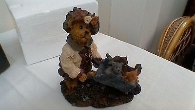 Boyds Bears resin sculpture, Olive Leafowitz with Forest Friends, No:228392