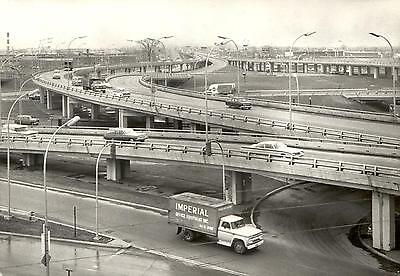 Canada  -  Montreal - Road junction in the suburbs  -  ca.198