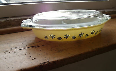 Pyrex Snowflake Yellow Split Casserole Dish With Lid
