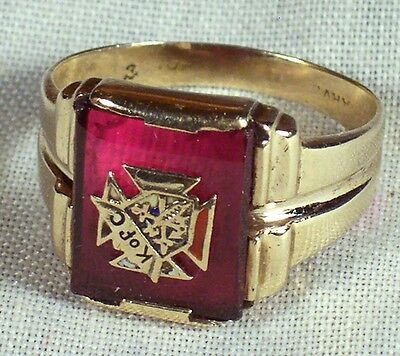 Knights Of Columbus 10K Gold Ring Red Stone Crest