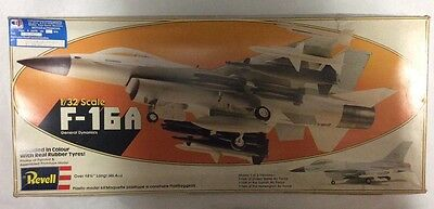 Revell 1/32 - F 16 Fighting Falcon  réf 4203