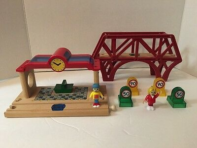 Brio SMART TRACK STATION 33762 and SMART BRIDGE, FIGURES, SIGNS Wooden Train Lot