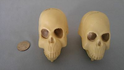 Pair of to Vintage chattering skulls. Made in Hong Kong