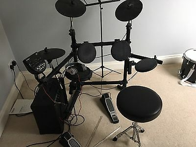 Alesis Full Electric Drum Kit And Stagg Amp