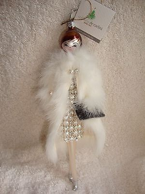 New De Carlini Neiman Marcus Lady in White Fur Coat Shopper Blown Glass Ornament