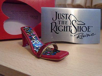 Just The Right Shoe Heart & Sole # 25221