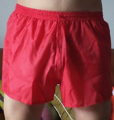 Short polyamide rouge taille M