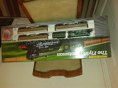 Hornby A3 Flying Scotsman and 3 Teak coaches