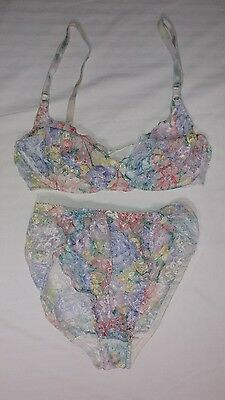 Vintage Warners LACE ROYALE  2 PC Bra Panty Set + 3 Pairs Vintage Panties Sz M L