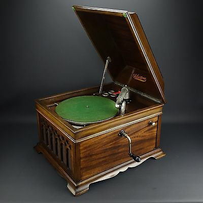 Beautiful Working Hand Crank Silvertone Phonograph Wooden Record Player