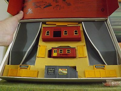 Triang R81 Redhill Station Set Complete &  Boxed
