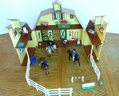 Breyer Saddle Club Pine Hollow Stables Playset Carry Case with Horses LOT OF 30+