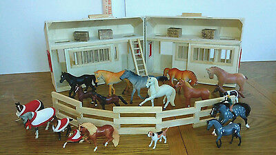 STABLE BARN MELISSA AND DOUG FOLD AND GO WOOD TOY  w/ Breyer horses mixed LOT