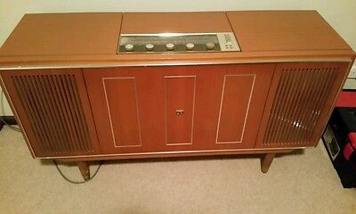 His Masters Voice Radiogram - Working