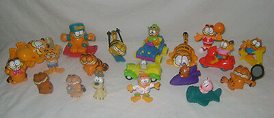 Huge lot of 19 Garfield the Cat PVC Figures & Toys