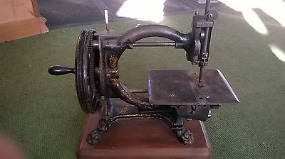 Shakespear Vintage Sewing Machine - The Royal Sewing Machine Company