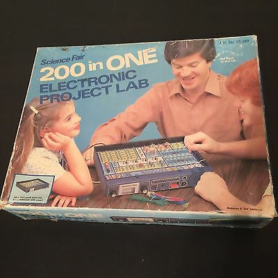 1981 Science Fair ELECTRONIC PROJECT LAB 200 in ONE Radio Shack Tandy 28-249