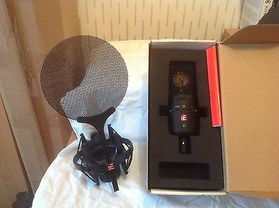 se x1 condensor microphone and  se cradle with pop shield
