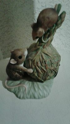 The chancosy collection Harvest mice ornament