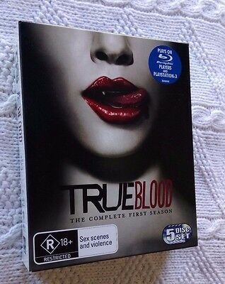 True Blood - The Complete First Season  (Blu-Ray, 5-Disc Box Set) Like New