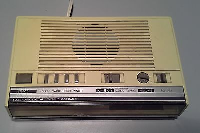 1970`s GENERAL ELECTRIC AM/FM CLOCK RADIO
