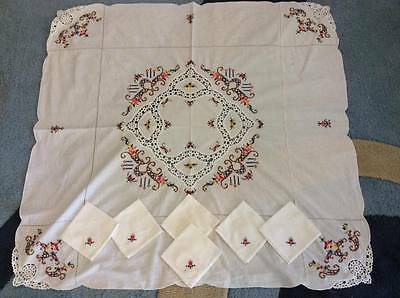 Vintage-Cross-Stitch-And-Crochet-Cutwork-Tablecloth-6-Serviettes