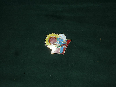 Vintage Smuft Enamel Pin MINT Smurf on the Beach