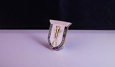 Leeds United - Rare  Vintage Fairs Cup Winners  Badge