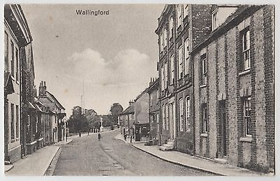 POSTCARD - Wallingford, Oxfordshire, street scene & houses, local publisher