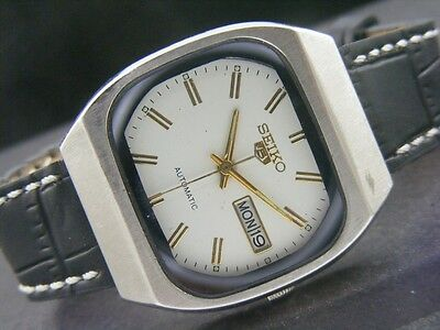 VINTAGE SEIKO 5 AUTOMATIC JAPAN MEN'S DAY/DATE WATCH lot812-a39436