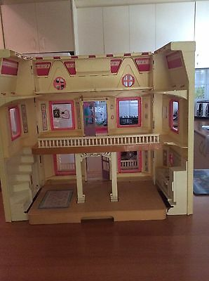 Vintage - 1993 Fisher Price - 6364 Doll House