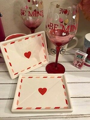 """Valentine's Day Set of 2 Magenta Cheese Dessert Plates """"Sealed With A Kiss"""" NEW!"""