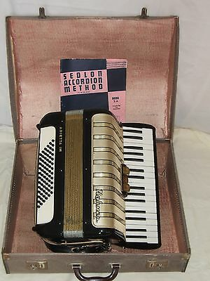 Accordion - Hohner Arietta 1M, 72 Bass