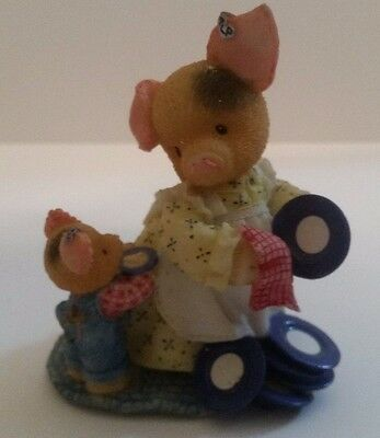 """Enesco THIS LITTLE PIGGY 319589 """"DIsh One's For You, Mommy"""" Figurine - 1997"""