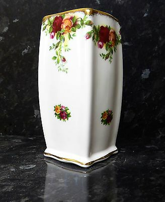 A royal albert old country rose square vase