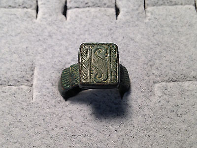 Midieval Period Heavy Bronze Ring with fine details 15th century size 8