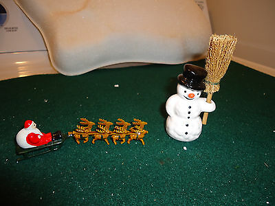 DEPT 56 Up on the Roof Top Mini Santa with Sleigh Village Accessories + Snowman