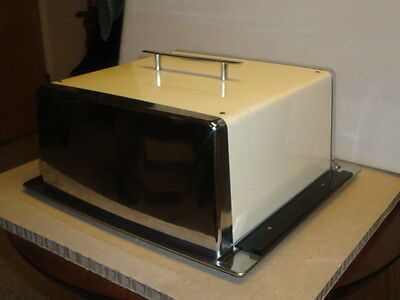 Super cool Mid Century Mod square  locking cake carrier. Great condition!