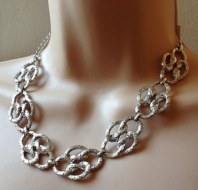 GORGEOUS VINTAGE SILVER TONE NECKLACE FROM THE 1980s