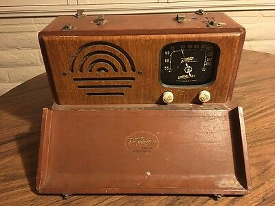 Vintage Zenith Universal Long Distance Wave Magnet Tube Portable Radio In Case