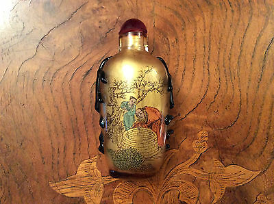 A Chinese Reverse Painted Snuff Bottle