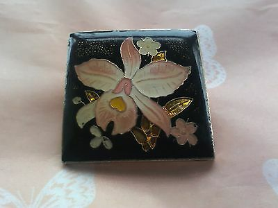 A Vintage Cloisonne Lilly Flower Gold Tone Brooch Unsigned Look It's So Pretty