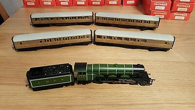 Hornby R1039 Flying Scotsman Train And Coaches  00 Gauge