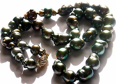 Exceptional Unique  Very Rare Tahitian Pearls Necklace 18K Gold Clasp